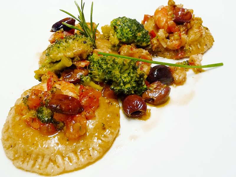 Ravioloni con broccoli e gamberi